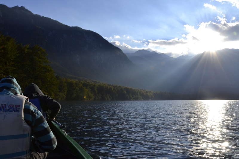 Jezero s kanuja